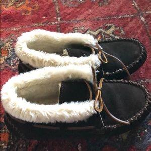 Minnetonka slippers moccs.  Very gently worn 7